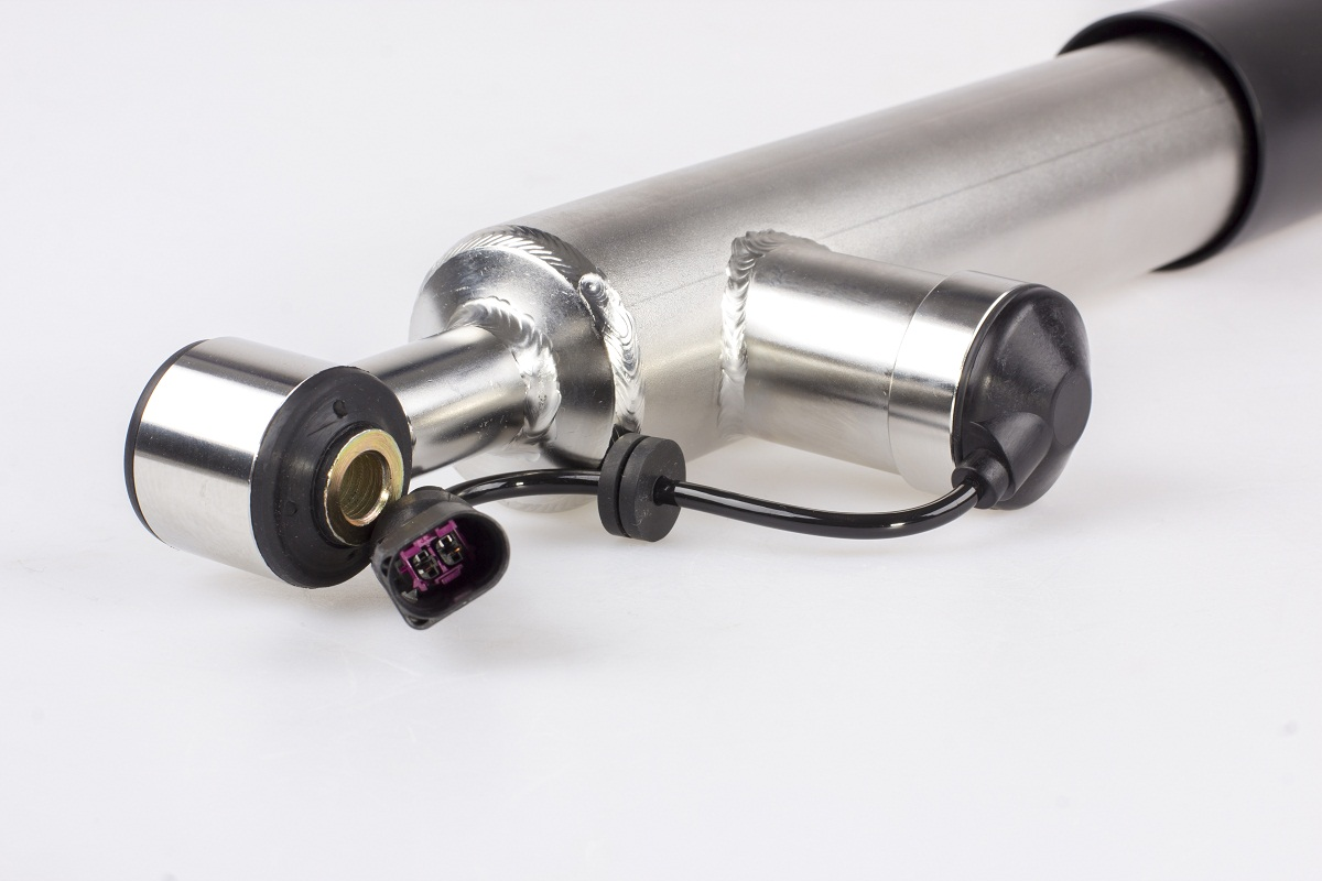 Hinterachsdämpfer des adaptiven KW DDC plug&play Gewindefahrwerks mit der kompatiblen Steckverbindung für den Seat Leon Typ 5F