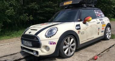 Fahrwerkstest extrem: Ein neuer Mini umrundet mit KW die Welt