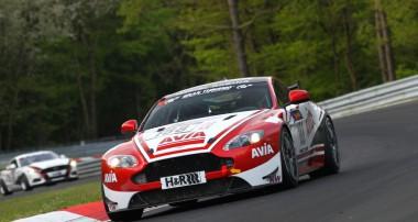 VLN: Perfekter Hattrick für Avia Aston Martin