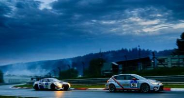 ADAC Zurich 24h-Rennen Nürburgring: SEAT Kundensport Team mathilda racing feiert großen Erfolg