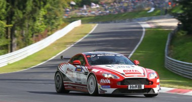 VLN: Trotz Motorproblemen Klassensieg für Avia Aston Martin