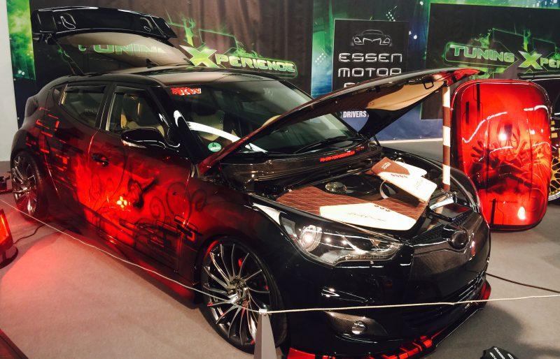 Hyundai Veloster mit ST suspensions Fahrwerk in der TuningXperience Halle auf der Essen Motor Show