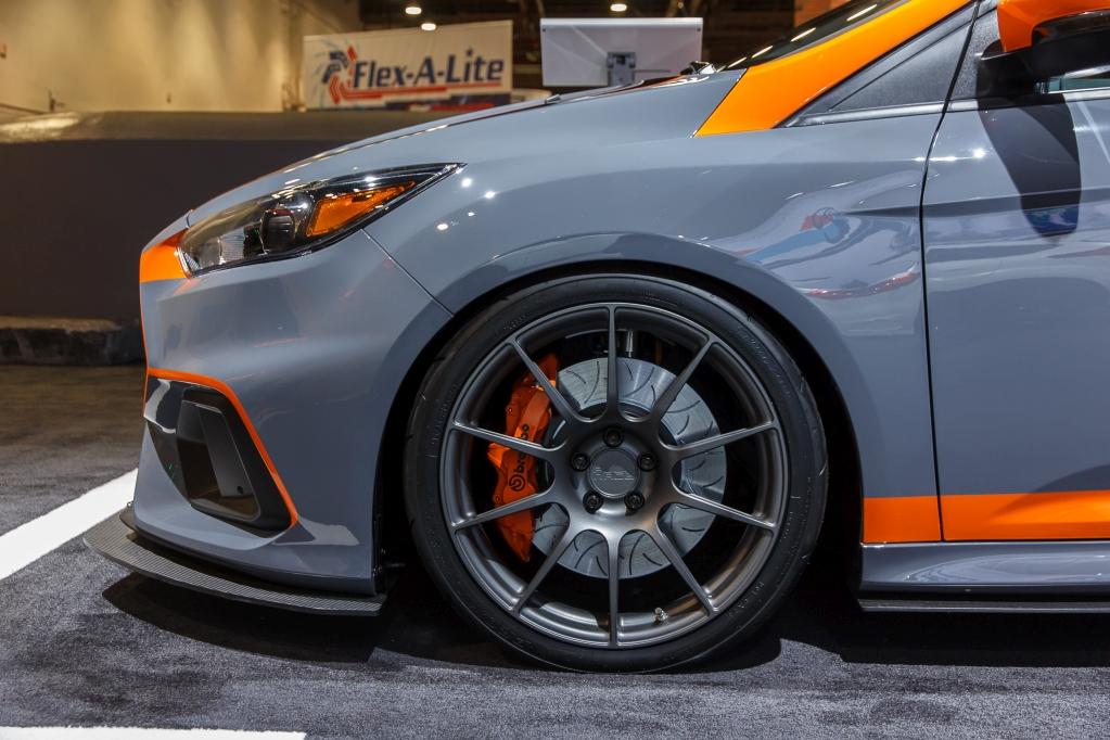 Ford Focus RS von Full Race Motorsport mit KW Gewindefahrwerk V3