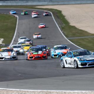 Mühlner Motorsport gewinnt das erste der Rennen der Cayman GT4 Trophy by Manthey-Racing