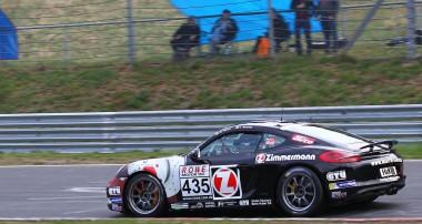 Zweites VLN-Rennen – zweiter Sieg für Claudius Karch im Zimmermann-Cayman
