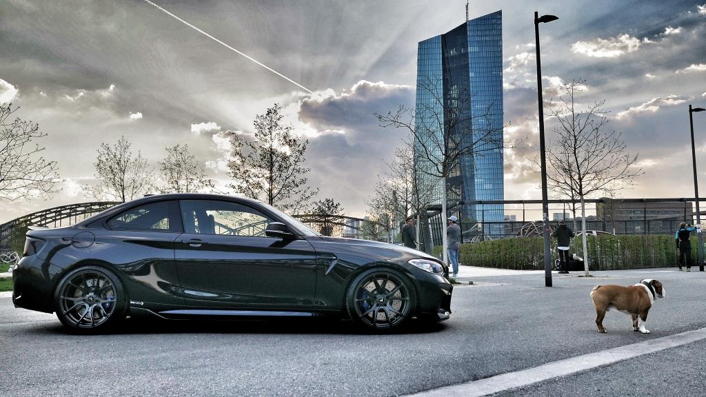 BMW M2 mit KW Variante 3 Fahrwerk und Vorsteiner Felgen