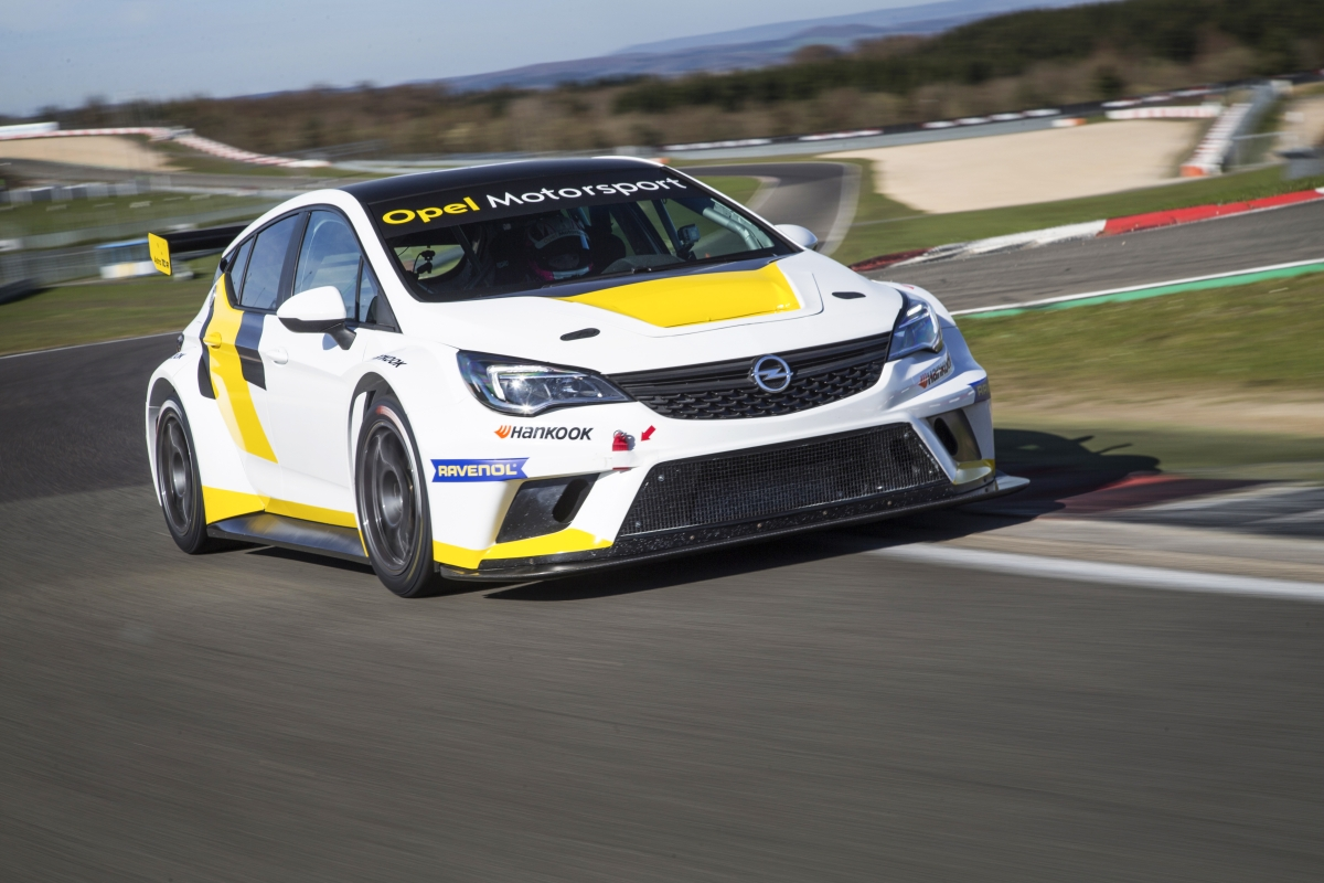 KW rüstet mit seinem Rennsportfahrwerk den Opel Astra TCR aus