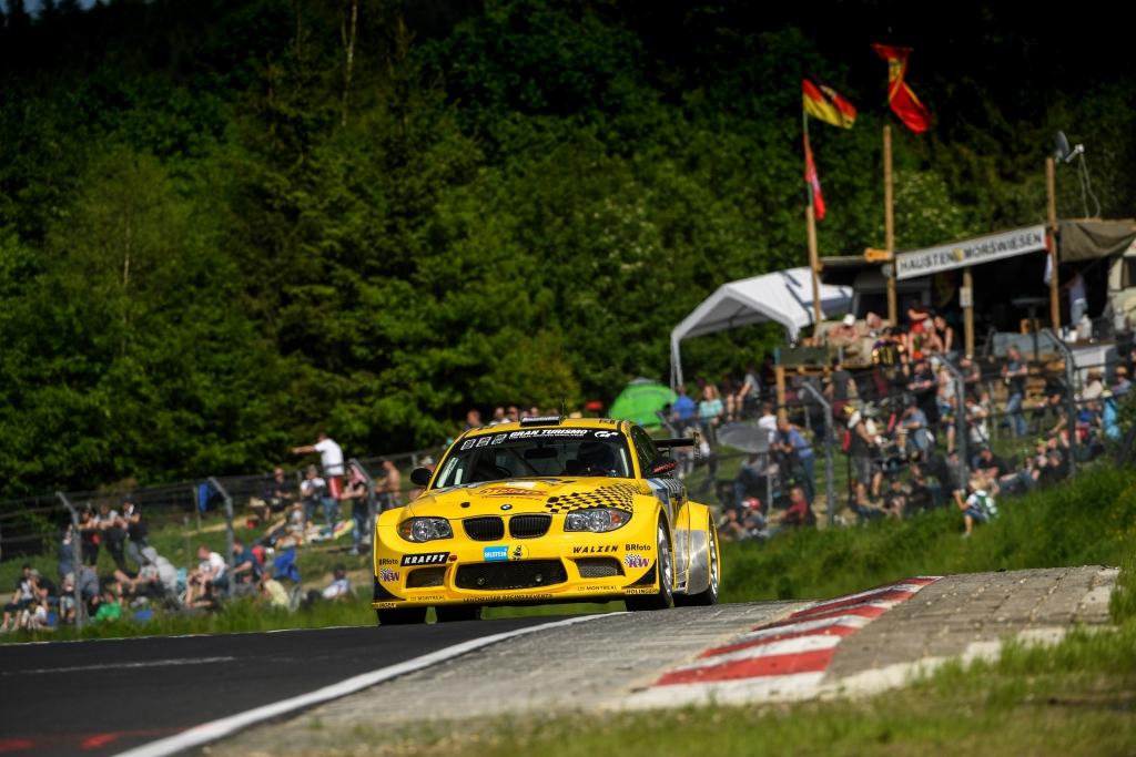 SP5 Klassensieger Leutheusser Racing auf einem 1M Coupé mit KW Competition