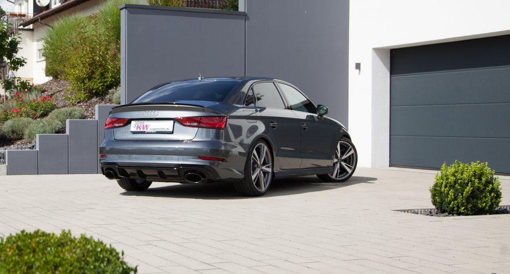Wer beispielsweise andere Felgen als die von Audi angebotenen Rad/Reifenkombinationen montiert, profitiert neben der Möglichkeit der variablen Tieferlegung auch davon, das Dämpfersetup individuell weiter abstimmen zu können