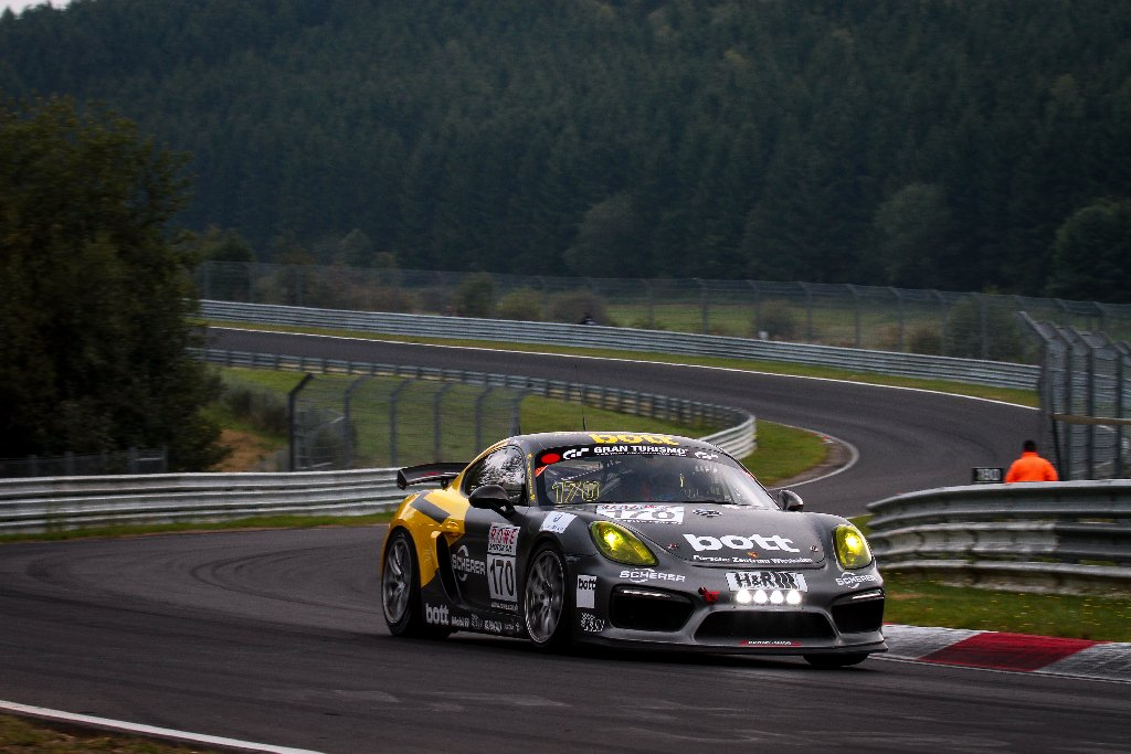 Unter die besten 20 kam der Porsche Cayman GT4 CS MR mit der Nummer 170.