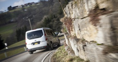 ST suspensions Gewindefahrwerk für Ford Tourneo und Transit im Angebot