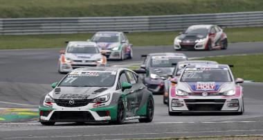ADAC TCR Germany: Erfolgreiches Rennwochenende für KW Competition Kundenteams