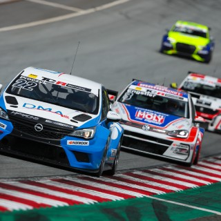 ADAC TCR Germany: KW Competition Kunde baut Tabellenführung weiter aus