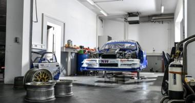 Georg Plasas BMW 320 Judd V8 kehrt 2019 zurück an den Berg – Never-Forget-Tribute-To-Georg-Plasa-KW-Team startet beim Glasbachrennen