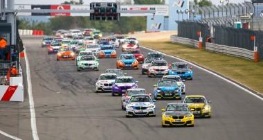 VLN: Dreifachsieg und Meisterschaftsführung