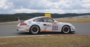 VLN: Klassensieg für rent2Drive-FAMILIA-Racing
