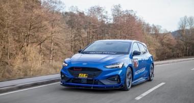 Tiefer und breiter mit ST suspensions: ST Gewindefahrwerk und ST Spurverbreiterungen für neuen Ford Focus IV (DEH)