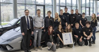 KW automotive bildet vorbildlich aus: Erneut mit dem DUALIS-Siegel der IHK Heilbronn-Franken zertifiziert