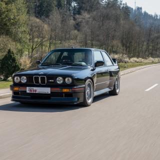 Die Bearbeitung der Serienfederbeine entfällt: KW Klassik Gewindefahrwerke für BMW M3 (E30)