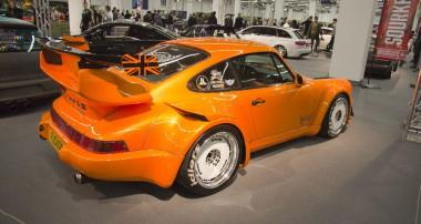 Rauh Welt Begriff Hibiki auf der EMS: Englands erster RWB Porsche setzt auf KW!