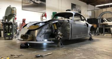 Böse: Keine 1000 Kilo Gewicht und bis zu 375 PS im Momo 356 RSR Outlaw