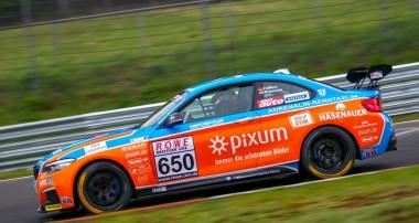VLN: PIXUM Team Adrenalin Motorsport sichert sich zwei Klassensiege