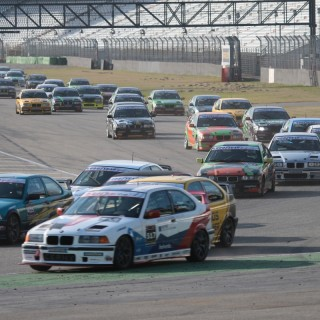 DMV BMW 318ti Cup: Erfolgreicher Saisonauftakt mit 47 Fahrzeugen!