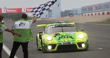 ADAC TOTAL 24h-Rennen Nürburgring 2021: Zum 25. Jubiläum von Manthey-Racing gewinnt das Porsche-Team den Eifel-Langstreckenklassiker