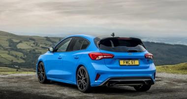 Sechsgang-Schaltgetriebe. 250 km/h schnell und 280 PS stark: die neue Ford Focus ST Edition mit Ford Performance Fahrwerk